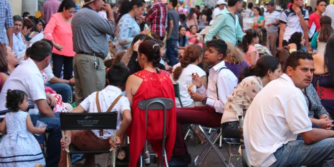 De nuevo restringir n instalaci n de sillas por desfile for Sillas para kiosco